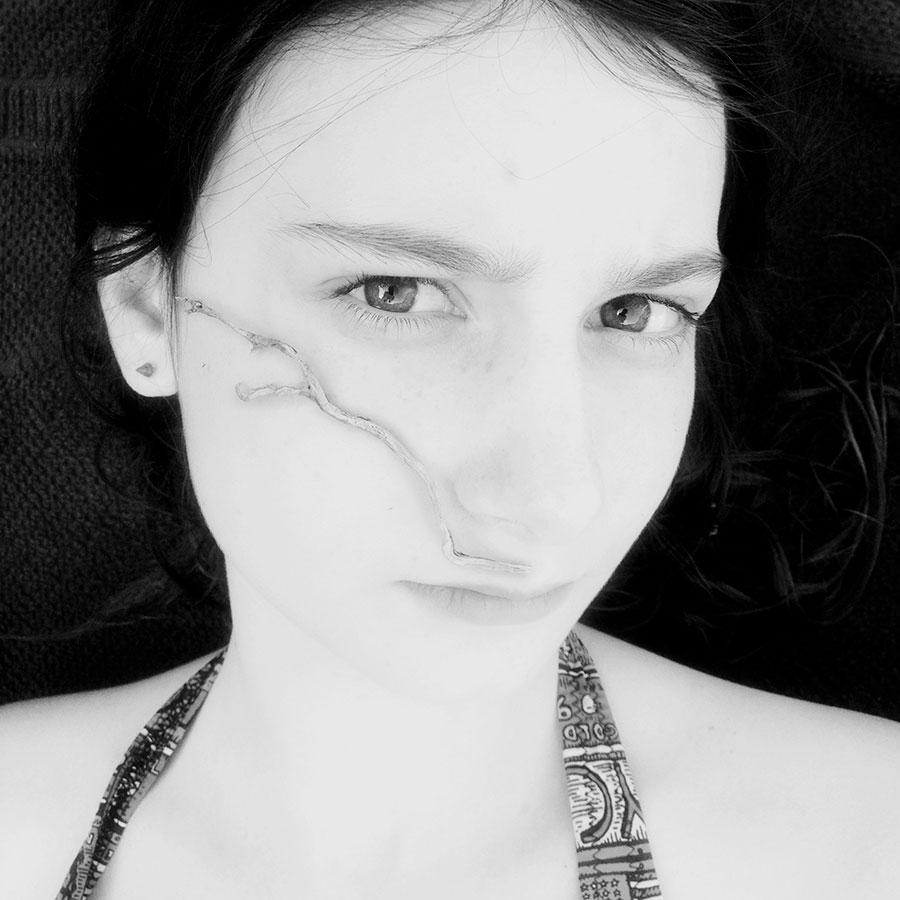 Portrait d'une ado Noir & Blanc par Marine Oger